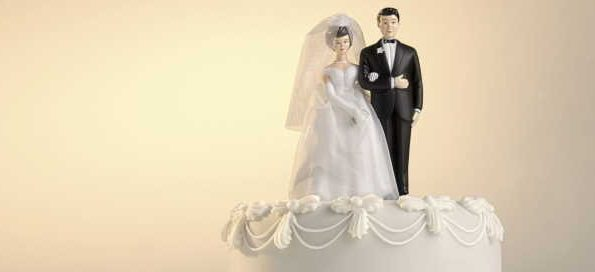 Trendsetting wedding cake toppers to try